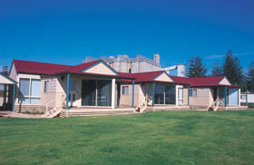 The Mac's Beachfront Villas - Accommodation Broken Hill