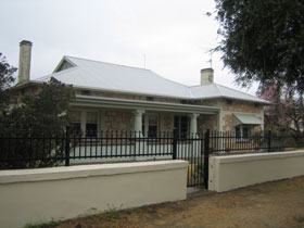 Naracoorte Cottages - MacDonnell House - Accommodation Broken Hill