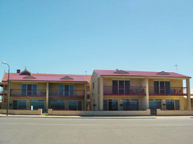 Tumby Bay Hotel Seafront Apartments - Accommodation Broken Hill