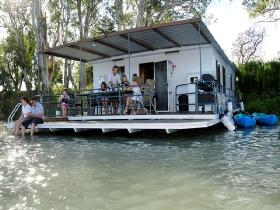 The Murray Dream Self Contained Moored Houseboat - Accommodation Broken Hill