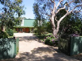Pelican Bay Bed and Breakfast - Accommodation Broken Hill