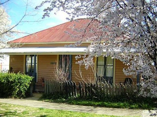 Cooma Cottage - Accommodation - Accommodation Broken Hill