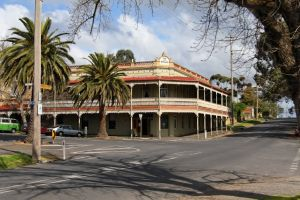 The Midland Hotel Castlemaine - Accommodation Broken Hill