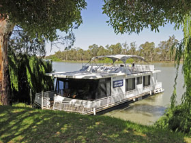 Boats and Bedzzz - The Murray Dream self-contained moored Houseboat - Accommodation Broken Hill