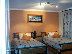 Elm Cottage - Tumut - Accommodation Broken Hill