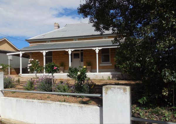 Book Keepers Cottage Waikerie - Accommodation Broken Hill
