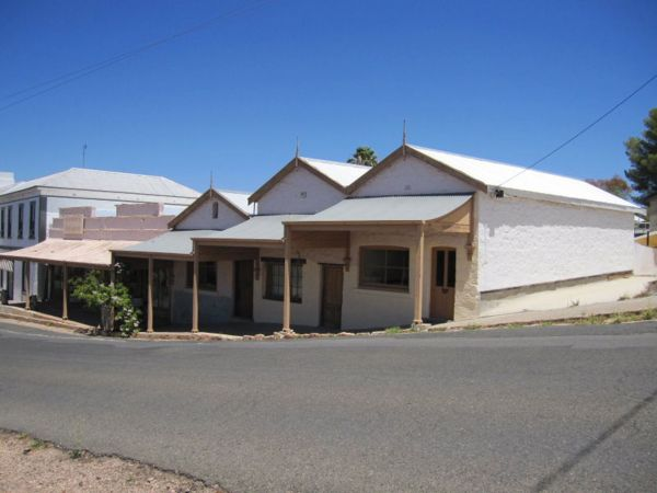 Carmines Antiques and Accommodation - Accommodation Broken Hill