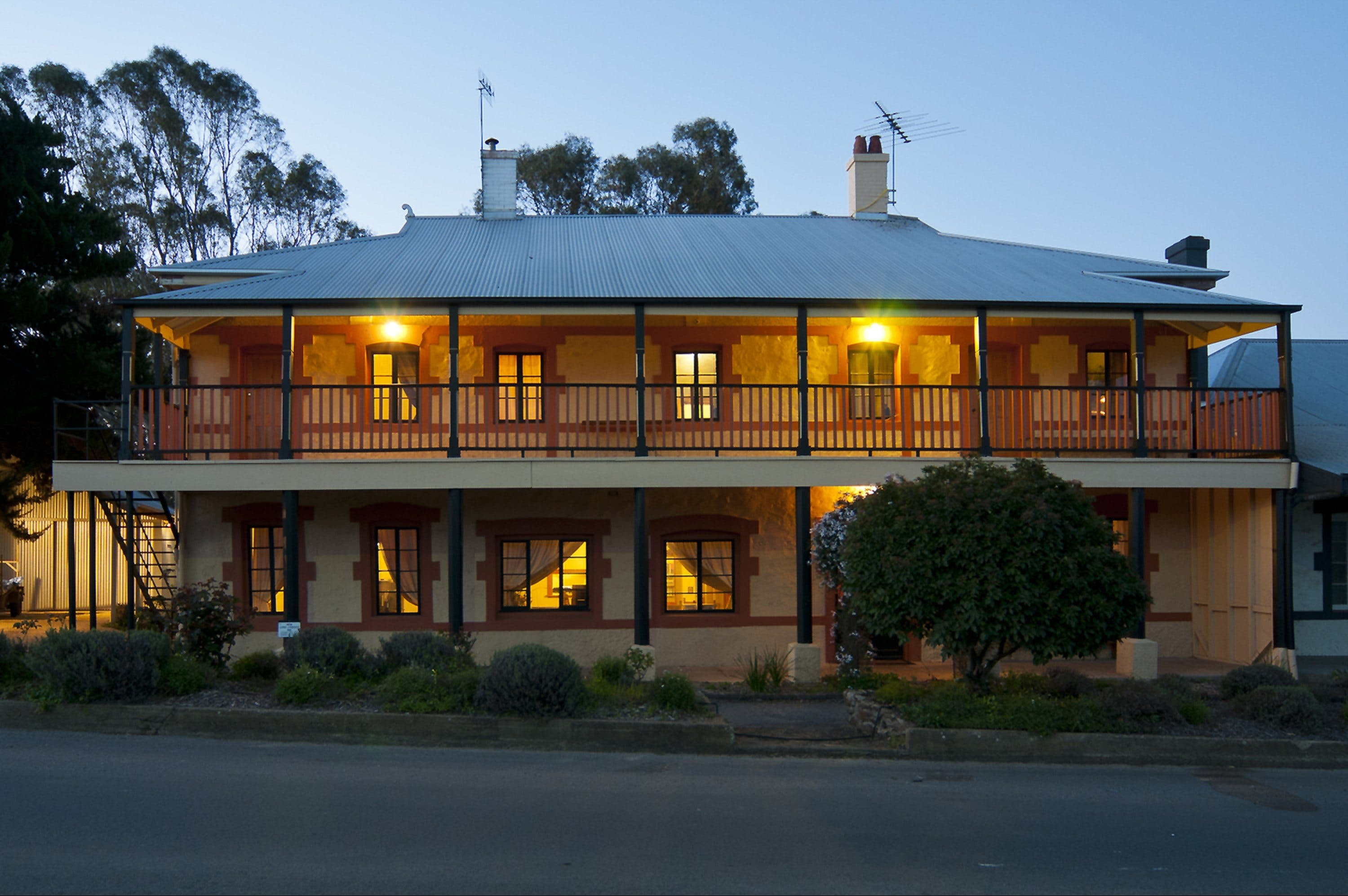 The Coffee Palace - Accommodation Broken Hill