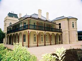 Auchendarroch House and Wallis Tavern - Accommodation Broken Hill