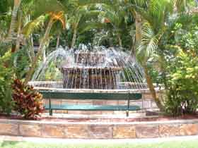Bauer and Wiles Memorial Fountain - Accommodation Broken Hill