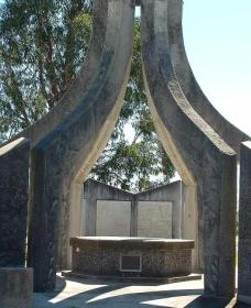 Inverell and District Bicentennial Memorial - Accommodation Broken Hill
