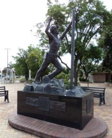 Miners Memorial Statue - Accommodation Broken Hill