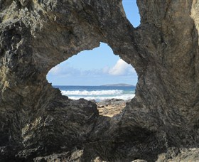 Glasshouse Rocks and Pillow Lava - Accommodation Broken Hill
