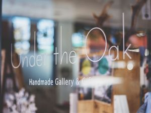 Under The Oak Handmade Gallery and Gifts - Accommodation Broken Hill
