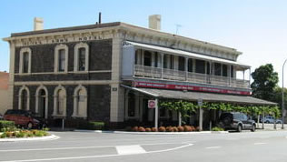 Royal Arms Hotel - Accommodation Broken Hill
