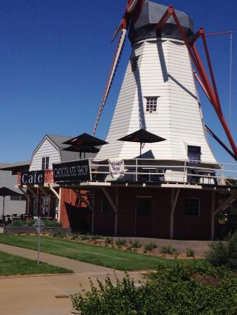 The Windmill Chocolate Shop  Cafe - Accommodation Broken Hill