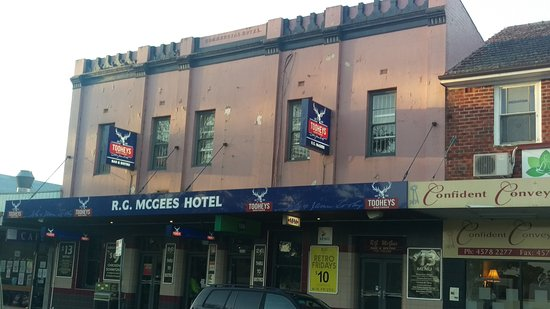 R. G. McGees Hotel - Accommodation Broken Hill