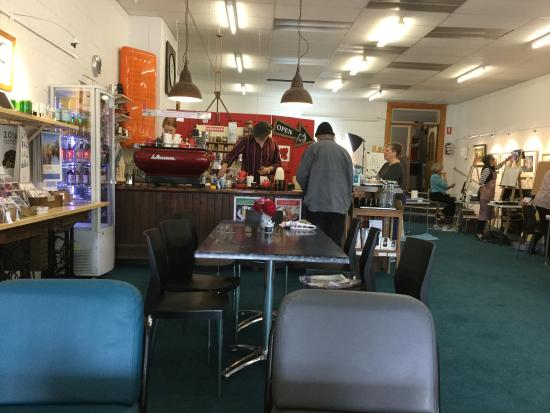 The Crowded Lounge - Accommodation Broken Hill