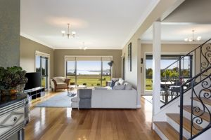 LUXURY WATERFRONT FAMILY HOME-TASMANIA I-L'Abode - Accommodation Broken Hill