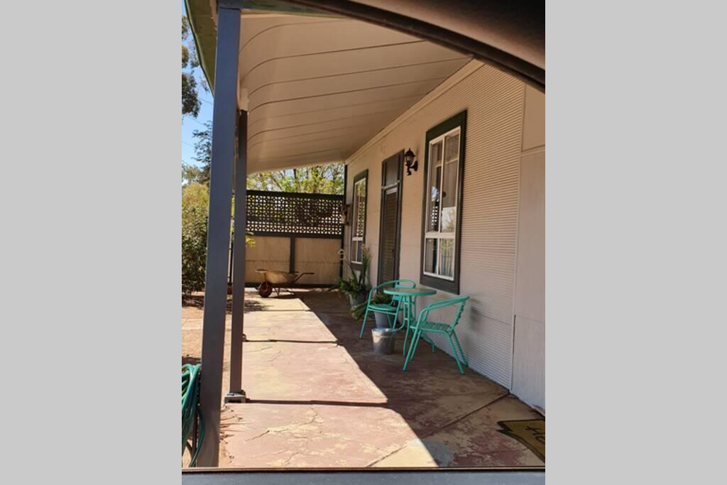 The Pool House - Accommodation Broken Hill